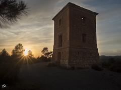 La torre. (:) vicky) Tags: sunset sol valencia atardecer torre olympus puestadesol ocaso vicky visionario olympusdigitalcamera photopills vickyepla flickrvicky