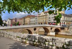 Sarajevo, le pont Latin (Vincent Rowell) Tags: raw tonemapped balkans2016 bosniaandherzegovina sarajevo bridge latinbridge miljacka