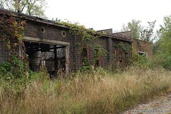 Abandoned and overgrown workshop. Full article here: http://www.placesthatwere.com/2016/08/beautiful-abandonment-nature-reclaims.html #abandoned #abandonedplaces #decay #abandonedbuilding #derelict #Iowa #industrialdecay #urbex #urbanexploration #lehigh # (placesthatwere) Tags: abandoned urbanexploration ghosttowns urbex rurex abandonedplaces forgottenplaces urbandecay decay beautifuldecay