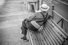 Quietud. (A.Ayuso) Tags: blanconegro callejeros espaa flickr madrid noiretblanc soledad schwarzweiss strase street thewaytothestreets urbana spain streetphotography streetphoto streetshot streetshoot strasse streetphotgraphy nikon candidphoto candid callejeando calle bwstreetphotography quietud stille  immobilit stillness quietude   leser   lecteur  reader  leitor
