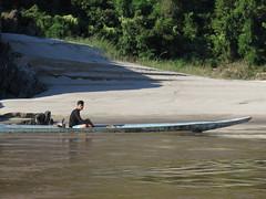 """pêcheur du Mekong <a style=""""margin-left:10px; font-size:0.8em;"""" href=""""http://www.flickr.com/photos/83080376@N03/15672625587/"""" target=""""_blank"""">@flickr</a>"""