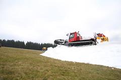 Präparieren der Kunstschneepiste im Skigebiet Ruhrquelle