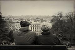 Envejeciendo juntos en Pars. / Growing old together in Paris. (Carlos Torija) Tags: old people bw paris love byn couple gente pareja amor montmartre bn together juntos pars cario envejecer carlostorija