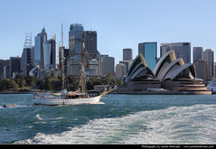 Skyline & Opera House, Sydney, Australia (JH_1982) Tags: new house building skyline wales architecture point teatro opera theater cityscape theatre south sydney australia landmark nsw expressionist sail cbd australien opra oper australie opernhaus utzon bennelong jrn  pera              sdney