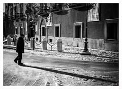 l'ombra (G e e n o) Tags: bw white black walking nikon shadows bn sole bianco freddo nero 18105 caldo camminare d90 spalle camminando