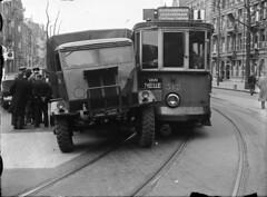 00001_2 Botsing met tram 1 (IISG) Tags: amsterdam traffic reclame tram lorry publicity 312 vrachtwagen vannelle fordson verkeer advertissement tram1 benvanmeerendonk