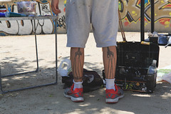 Pintor callejero. (Vctor Miralles) Tags: madrid street tattoo calle dali detalles pintura curiosidades tatuajes madridrio