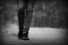 vg (*Kicki*) Tags: road selfportrait feet self walking dof legs sweden path 100mm jeans vag vg selfie roslagen grisslehamn vdd fotosondag fs160515
