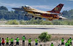 Gear up (Flox Papa) Tags: canon t is spain 2000 force general mark air tiger n ab m zaragoza ii f 200 falcon belgian 16 mm usm iv base meet dynamics baf eos1d 2016 11000 ntm ef70200mm f28l fightning 50 ntm16