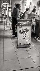 "Pide aqu ""The Genuine Hot Dog of America"" (Jackie ""jubercar_78"" Gate) Tags: blancoynegro streetphotography monocromtico fotografaurbana planoentero planoperfil planonormal"