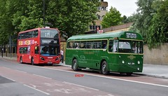 Route 210 Contrast... (KLTP14) Tags: green route archway ht highgatehill holloway rf 210 oldnew metroline oldvnew route210 rf539 nle539 teh1233 lk61bkv