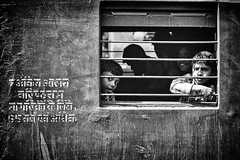Kolkata (daniele romagnoli - Tanks for 14 million views) Tags: street portrait blackandwhite bw india monochrome station train children monocromo nikon asia strada faces bambini sguardo indie stazione kolkata ritratto treno indien bianconero calcutta biancoenero indiano inde  indiani calcuta sguardi   d810   romagnolidaniele