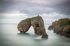 El Castro de las Gaviotas (PITUSA 2) Tags: lahuelga llanes asturias roca mar naturaleza nubes largaexposicin elsabustomagdalena cantabrico pitusa2