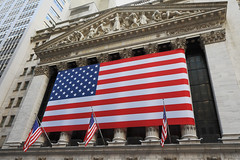 NYC - Stars & Stripes (Michael.Kemper) Tags: voyage travelling reise canon 30d efs 1755 f28 is usm canoneos30d canonefs1755f28isusm usa us united states america vereinigte staaten von amerika new york city ny stock exchange stars stripes starsandstripes starsstripes sternenbanner banner fahne flagge flag wall street wallstreet nyse financialdistrict