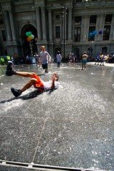 Kids playing at City Hall in Philadelphia, Pennsylvania on Philly's Day of Play (allisonrubin) Tags: kids water fountains trave travel philadelphia pennsylvania summer canon wideangle kid splash