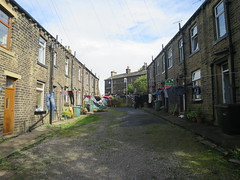 Queue Coronation Street musi (waldopepper) Tags: haworth westyorkshire