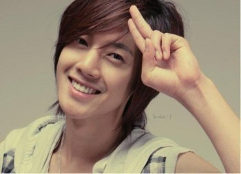 -3333-kim-hyun-joong-34762134-350-253