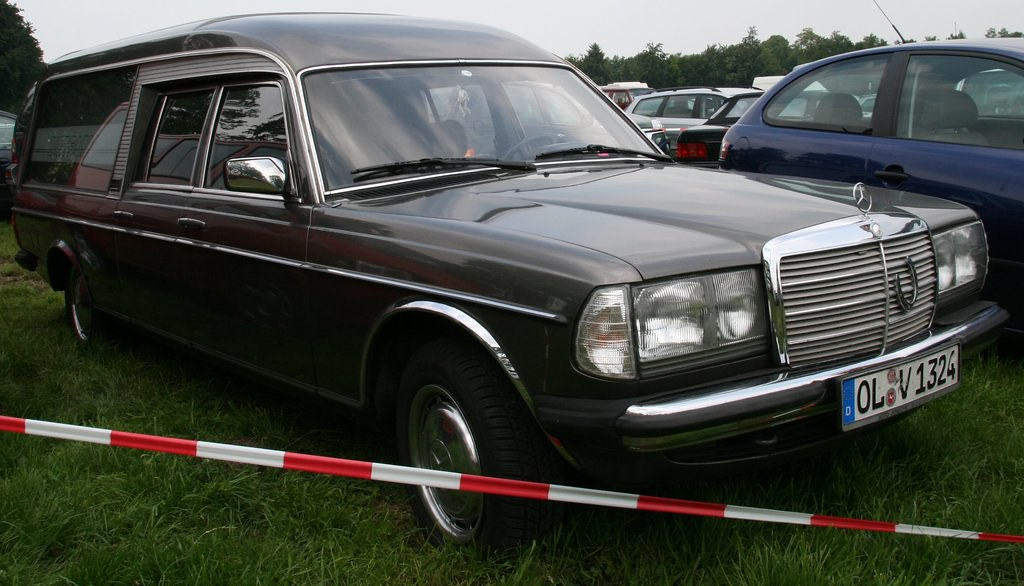 The world 39 s best photos of black and w123 flickr hive mind for Mercedes benz germany careers