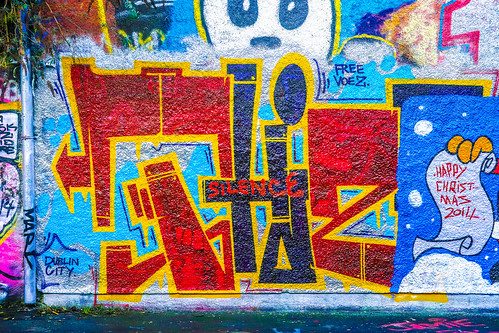 STREET ART AT WINDMILL LANE CHRISTMAS 2014 REF-100874