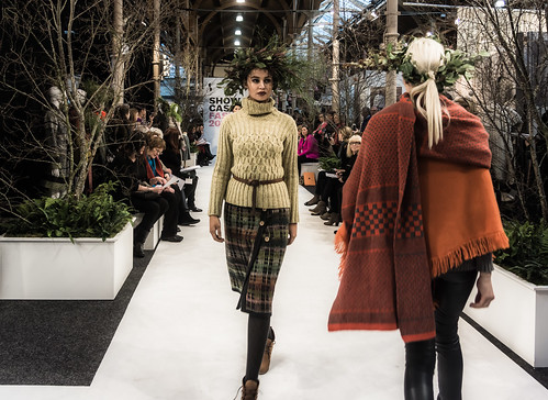 SONIA REYNOLDS PRESENTS HER SELECTION OF THE BEST OF IRISH FASHION- REF-101323