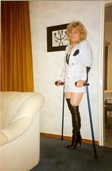 amp-725 (vsmrn) Tags: woman crutches amputee onelegged