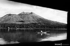Frame (terune.sipieet) Tags: bali canon indonesia frame perahu danaubatur kintamani nelayan lenscape 60d bingkai likebatur