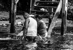 Nas margens do rio (felipe sahd) Tags: brasil pessoas noiretblanc casal maranho nordeste barreirinhas 123bw riopreguias