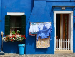 blu (66Colpi) Tags: blu finestra colori burano facciata