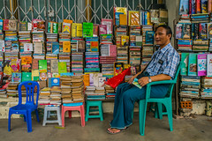Selling books in Yangon, Myanmar (ReinierVanOorsouw) Tags: reizen myanmar birma burma travelling travel travelstoke reiniervanoorsouw sony sonya7r sonya7rii a7rii asia asya azie yangon yangoon rangon rangoon