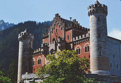 royal entrance. (Nicole Favero) Tags: rosso neuschwanstein neuschwansteincastle nikon d5000 camera love amazing mine cute awesome forever focus cool crazy bridge nicolefavero photography travel explore throwback germany france places vertical tumblr vintage nature woods adventure