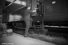 Carico e scarico... (Fabry_C) Tags: merci carrozza acqua treno postale fs carico stato ferrovia dello ferrovie ferroviaria vagone scarico rotabile uiz