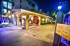 หน้าร้านศาลาบาร์ สุขุมวิท61 ยามค่ำคืน กับแสงไฟสวยๆ