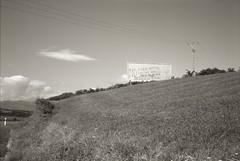 N634 Santilln / San Vicente de la Barquera, 2014. (K. W.) Tags: cantabria sanvicentedelabarquera n634 rollei35se santilln fracking photostudio13 adoxsilvermax21 fracturahidraulica schwarzweisdia gelbfilter2x scalaentwicklung defiendelatierra