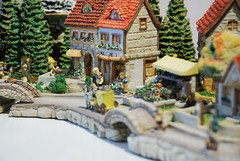 3408 (weewonwon) Tags: miniatures bavarian marketsquare hummel bavarianvillage goebel bavarianalps olszewski mihummel hummelfigurines miniaturefigurines kinderway