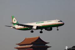 EVA AIR A321 B-16203 (Steven Weng) Tags: canon eos eva aircraft air taiwan tsa taipei a321 rcss  b16203