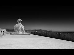 Nomade (Redux) (Dan Haug) Tags: jaumeplensa august 2010 antibes provence côted'azur frenchriviera portvauban catalan mediterranean sculpture noiretblanc blackandwhite xsi canon ef1740mmf4lusm explore explored