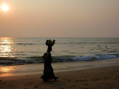 Fruit basket (tiziana.fornengo) Tags: sunset sea woman india beach fruit goa anjuna anjunabeach