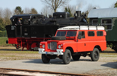 Classic Landy (The Rubberbandman) Tags: auto road street uk red england 3 english classic up car germany shiny offroad britain outdoor iii main great plate rover german license gb land series british serie landy fahrzeug defender laster harpstedt