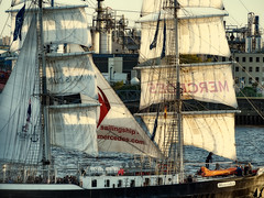 Tallship Mercedes during parade (michaelbeyer_hh) Tags: mercedes tallship hafengeburtstag sailship