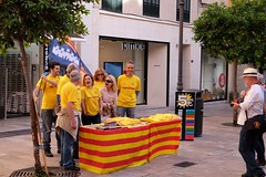 PALMA - SMILING FOR THE EQUAL STATUS OF THE CATALAN LANGUAGE (Punxsutawneyphil) Tags: red people espaa rot smile smiling yellow spain europa europe leute group menschen spanish gelb sonrisa language lachen spanisch mallorca palma equalrights catalan spanien equality majorca sprache gruppe lcheln southerneurope catal palmademallorca idioma katalanisch gleichberechtigung sdeuropa katalan