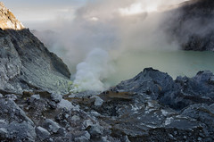 Crater and Llake (JohnMawer) Tags: indonesia volcano java jawatimur ijen sempol