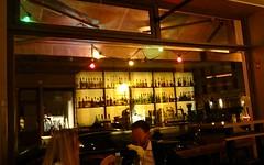 Berliner Nachtleben 2 (Reflex !) Tags: berlin bar spiegelbild tresen