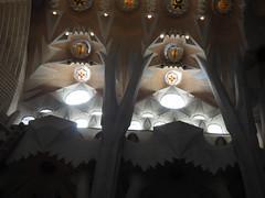 La Sagrada Familia, Barcelona, Interior detail 5 (JP Newell) Tags: barcelona windows light church familia architecture de wonder temple la spain spires statues stainedglass catalonia architectural família architect artnouveau spanish gaudí lasagradafamilia sagrada antoni carvings basílica expiatori