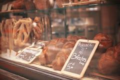 Brioches Paul (@YannGarPhoto) Tags: france reflection bread paul 50mm pain aperture nikon bokeh full reflet bakery frame d750 format fullframe nikkor f18 lille 18 fx 50 plein brioche nord flou boulangerie ouverture vitrine
