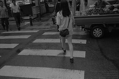 * City Girl... (DAAutoManiA) Tags: leica leicam6 m6 minolta mrokkor40mm mrokkor kentmere k400 kentmere400 kodak d76 11 monochrome silverfast streetphotography street candid nofinder ishootfilm shootfilm believeinfilm buyfilmnotmegapixel filmisnotdead
