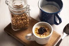 Yogurt (vaelgolpe_foto) Tags: breakfast madera fruta delicious honey miel fotografia desayuno bestpic foodphotography bestphoto fotografadealimentos fotodealimentos fotopublicitaria tablademadera vaelgolpe