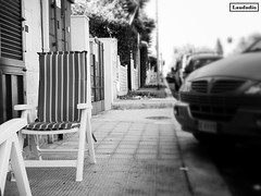 Solitudine (donatolaudadio) Tags: mare palese bari blackwhite sedia