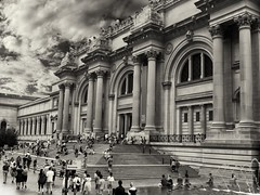 The Metropolitan Museum of Art (Opera.Pink - d s g n) Tags: themetropolitanmuseumofart newyork nyc architecture building art arte museum people clouds sky edificio museo