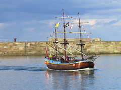 Bark Endeavour returning to Whitby (Ian Press Photography) Tags: whitby north yorkshire yorks bark endeavour pirate galleon boat boats river esk