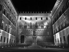 Siena - Piazza Salimbeni (fotomie2009) Tags: bw italy monochrome monocromo italia monotone bn tuscany siena piazza toscana